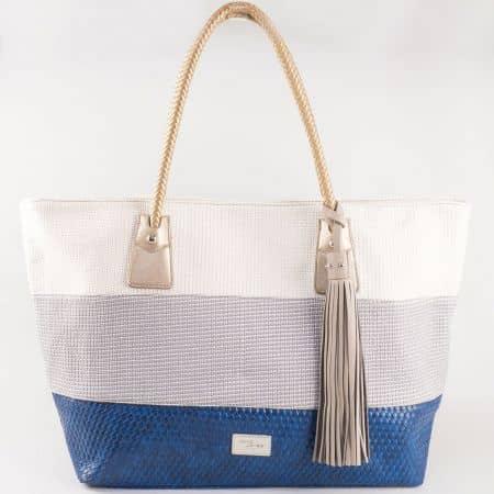 Дамска стилна чанта с интересна и свежа лятна визия на френския производител David Jones в бяло,сиво и синьо cm3104s