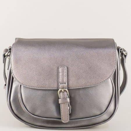 Сребриста дамска чанта с интересно закопчаване и дълга дръжка cm3266sv
