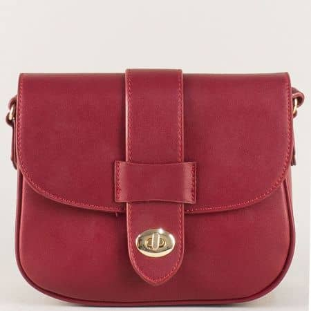 Малка дамска чанта в цвят бордо с дълга дръжка cm3273bd