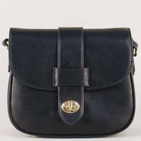 Дамска чанта в черен цвят със златиста закопчалка cm3273ch