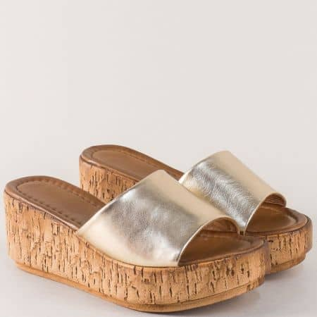 Златни дамски чехли от естествена кожа на платформа f10zl
