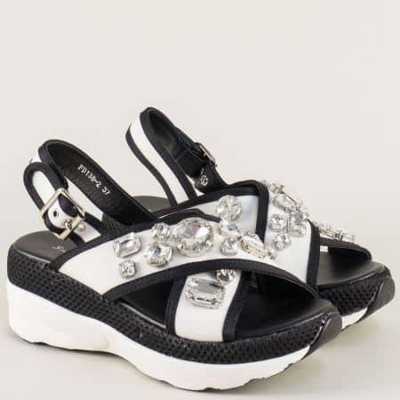 Бели дамски сандали с декорация на платформа fd138b