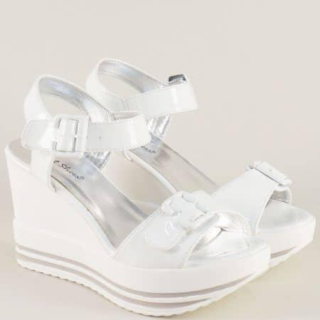 Бели дамски сандали на платформа с практични катарами gm06lb