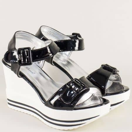 Дамски сандали с две катарами на ластик в черно и бяло gm06lch