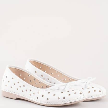 Модерни дамски обувки тип балерини Karyoka в бял цвят k1140b