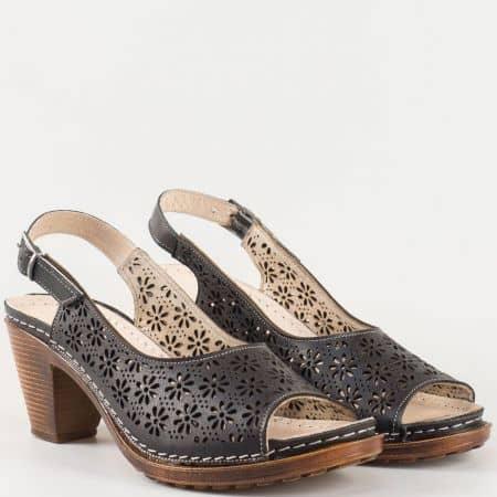 Дамски ежедневни сандали на комфортно ходило произведени от изцяло естествена кожа с перфорация в черно- Karyoka    k1877ch