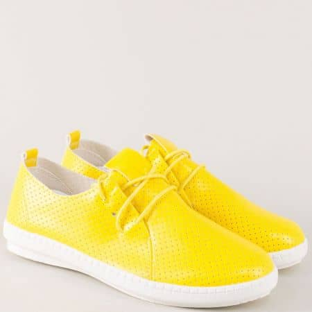 Жълти дамски обувки с перфорация на равно ходило kzk6j