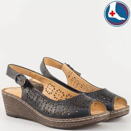Леки и удобни дамски сандали на шито клин ходило с кожена ортопедична стелка- Loretta от перфорирана естествена кожа в черен цвят l52630ch