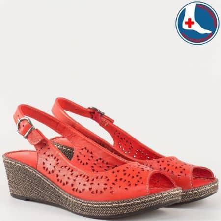 Дамски комфортни сандали за лятото изработени от изцяло естествена кожа на шито клин ходило с ортопедична стелка в червено l52630chv