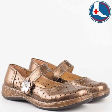 Златисти дамски ортопедични обувки- Loretta с велкро лепенка с цвете от естествена кожа с лазерна перфорация l5754k