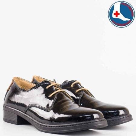 Дамски удобни обувки произведени от висококачествен естествен лак с кожена стелка в черен цвят l5813lch