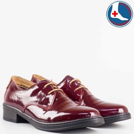 Дамски ежедневни обувки произведени от висококачествен естествен лак в червен цвят l5813lchv