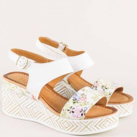 Дамски сандали на платформа от естествена кожа в бял цвят  m09b