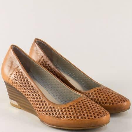 Дамски обувки с перфорация в кафяво на стабилно клин ходило  m10k
