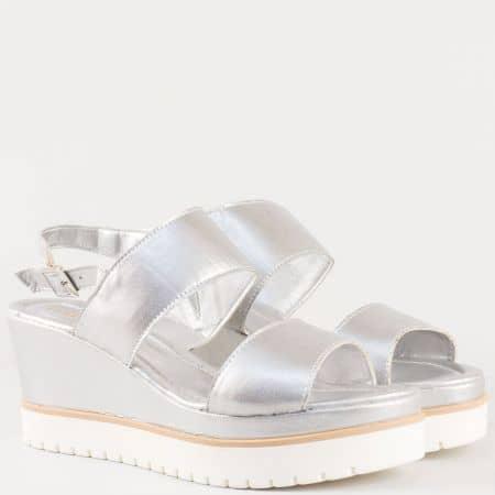 Дамски сандали за всеки ден на младежко ходило изработени от 100% висококачествена естествена кожа на български производител в сребристо m117sr