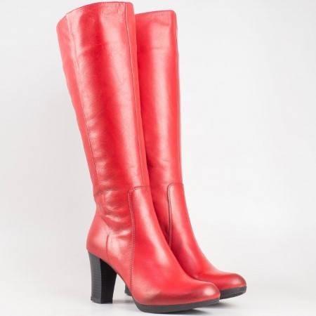 Дамски ботуши изработени от естествена кожа на български производител в червен цвят. m1325chv