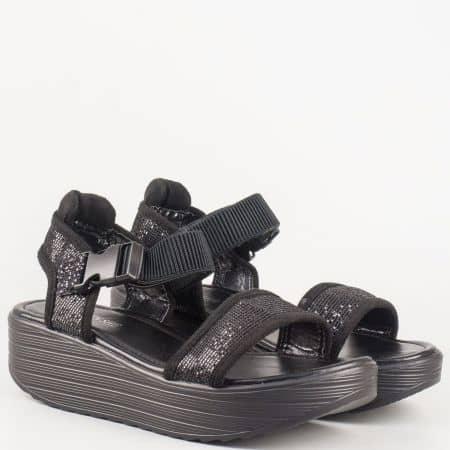 Черен дамски сандал на платформа с модерна визия m164ch