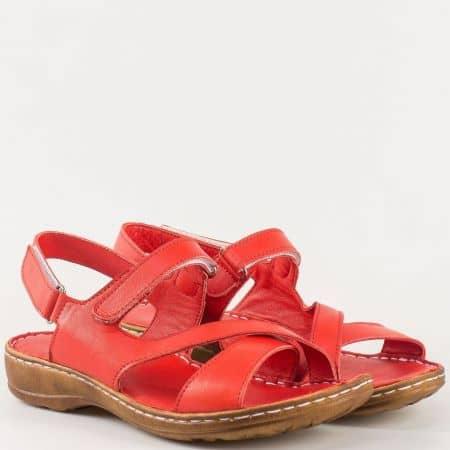 Дамски ежедневни сандали изработени от изцяло естествена кожа с две велкро ленти в червен цвят m207chv