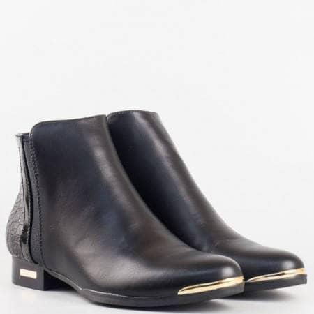 Дамски стилни боти на равно ходило в черен цвят на водещ български производител m5153ch
