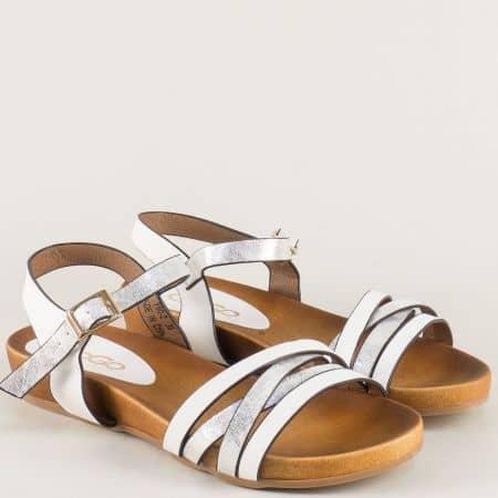 Дамски сандали в бяло и сребро на равно ходило m602b