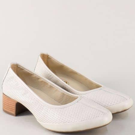 Перфорирани дамски обувки в бежов цвят на среден ток m607bj
