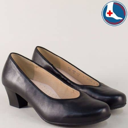 Дамски обувки от черна естествена кожа на нисък ток m854ch
