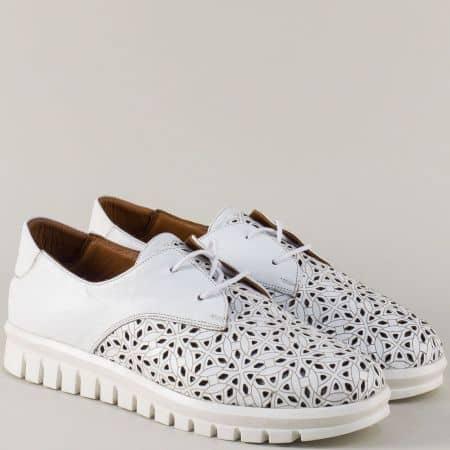 Бели дамски обувки от естествена кожа в модерна перфорация m932b