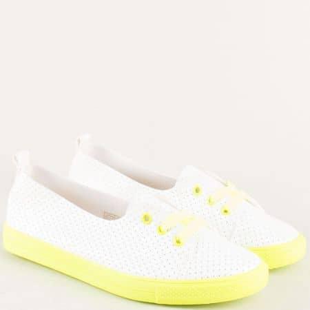 Дамски обувки със спортна визия в бял и жълт цвят n015z