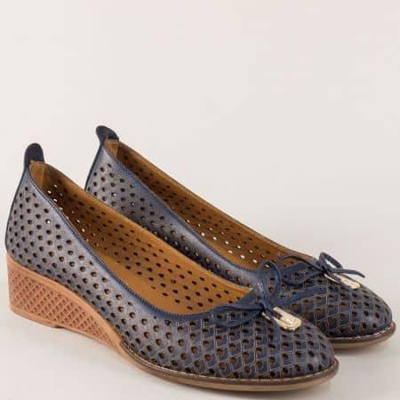 Кожени дамски обувки на каучуково клин ходило в синьо n021s