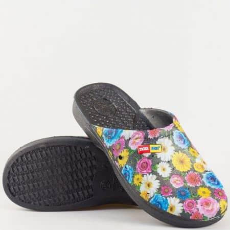 Гумени дамски чехли с флорален принт, перфорация и масажираща стелка n025ps