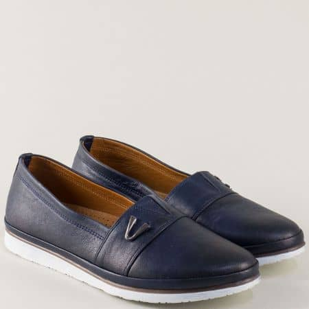 Кожени дамски обувки в тъмно син цвят с ластик n268s