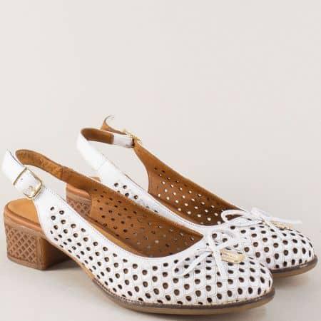 Кожени дамски обувки в бяло с каучуково ходило на среден ток nn22b