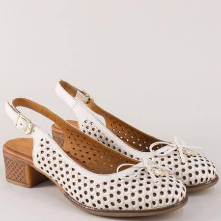 Кожени дамски обувки в бежов цвят на среден ток nn22bj