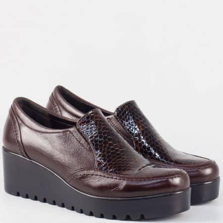 Кафяви дамски обувки на платформа от естествен кроко лак и кожа nn600k