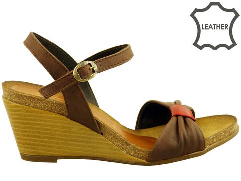 Дамски сандали с изключително интересен италиански дизайн, произведени от доказан български производител j1331k