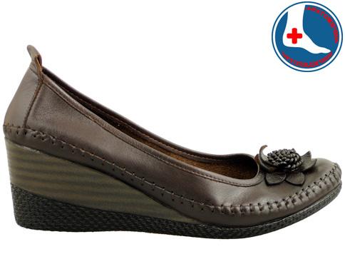 Анатомични дамски обувки на платформа, изработени от естествена кожа с интересен аксесоар m152kk
