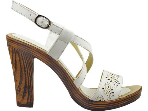 Атрактивни дамски сандали на висок ток с нежни перфо мотиви 702299b