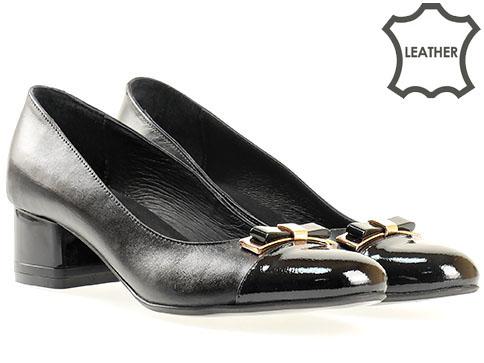 Удобни дамски обувки на утвърден български производител с моден аксесоар, изработени от естествена кожа 338042ch