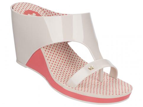 Модерни дамски чехли Grendene в бежов цвят с удобна платформа 8160790149