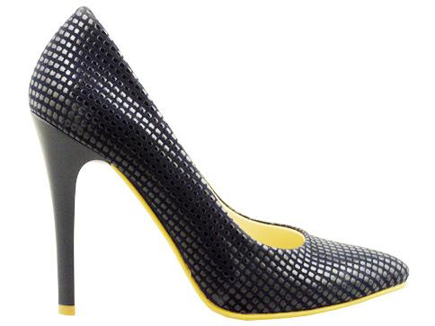 Елегантни обувки на висок тънък ток с интересна елегантна визия и заострена форма в син цвят  067s