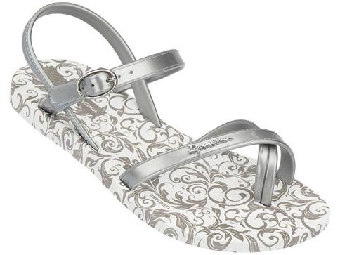 Иновативни и модерни бразилски детски сандали Ipanema в сребристо 8120420932