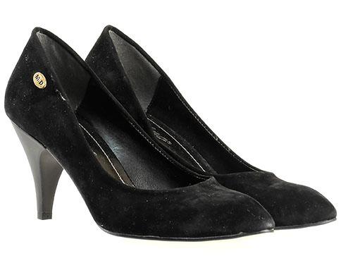 Стилни дамски обувки в черен цвят със заострена визия 3841vch