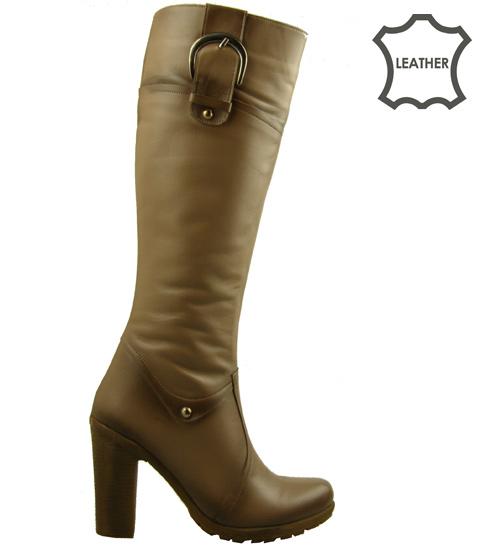 Кокетни бежови дамски ботуши на каучуково ходило с елегантен дизайн n501bj