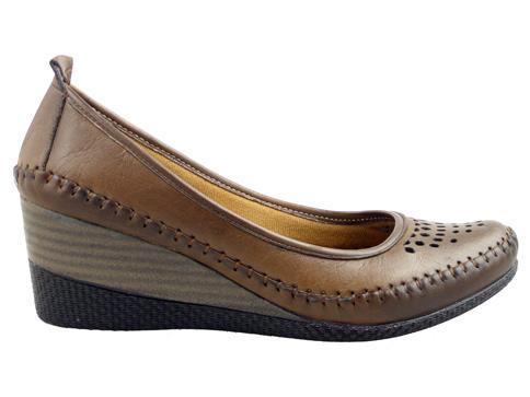 Ортопедични дамски обувки с комфортна платформа, изработени от перфорирана естествена кожа 151kk