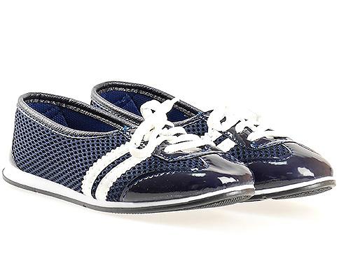 Меки и удобни спортни дамски обувки с връзки, изпълнени в синьо - бяла цветова комбинация 080615sb