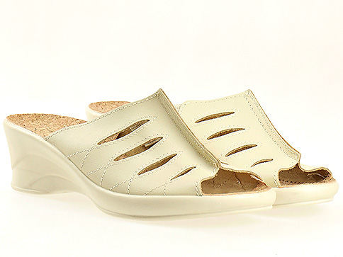 Анатомични дамски чехли в бежов цвят 15726bj