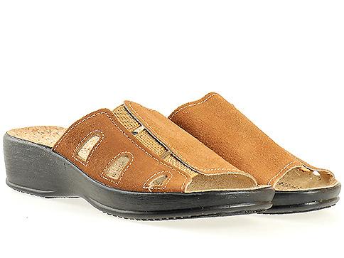 Кафяви анатомични дамски чехли  със  стелка от корк 17911k