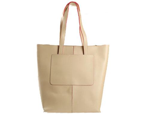 Изискан модел дамска чанта с интересен външен джоб, изработена от бежова еко кожа s1135abj