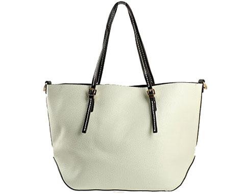 Мека и удобна дамска чанта с изчистен дизайн в бял цвят ch2047b