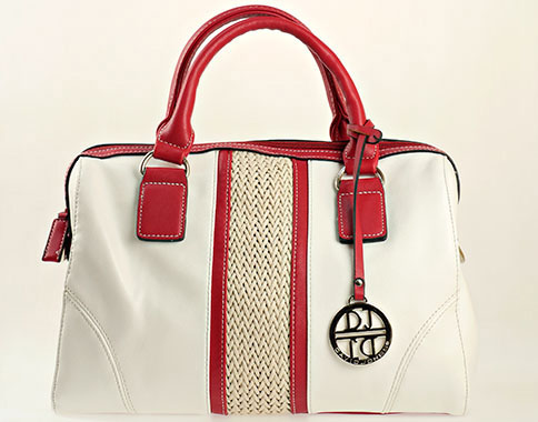 Уникален модел френска дамска чанта с лого на марката, изпълнена в червено - бяла цветова гама cm2630chv
